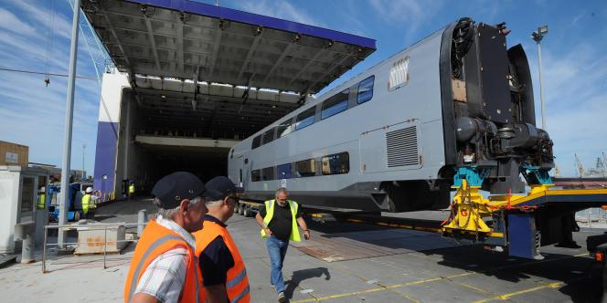 Convoi exceptionnel du TGV construit par Alstom qui roulera sur la nouvelle ligne à grande vitesse marocaine Tanger-Kenitra en 2018.