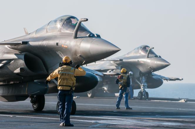 Des Rafale engagés dans l'opération« Chammal» en Syrie, sur le porte-avions Charles de Gaulle, le 4 février 2016.