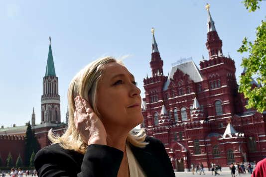 Marine Le Pen sur la Place rouge à Moscou, en mai 2015.