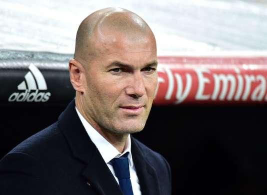 Un an jour pour jour après l'arrivée de Zinédine Zidane en tant qu'entraîneur du Real Madrid, son équipe a livré un récital aux dépens de Séville (3-0), mercredi en huitième aller de la Coupe du roi, avec un doublé revanchard de James Rodriguez.
