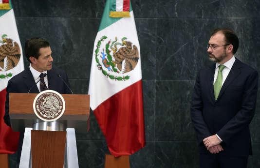 Enrique Peña Nieto etLuis Videgaray, le 4 janvier à Mexico.
