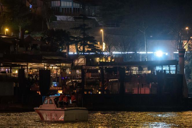 Le night-club Reina vu depuis le Bosphore à Istanbul, le 1er janvier.