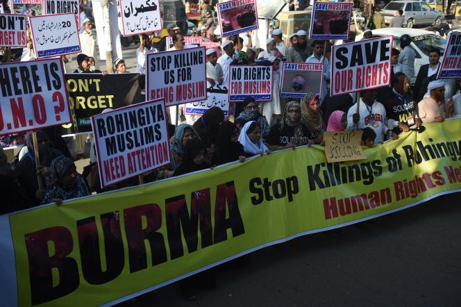 Des militants pakistanais manifestent, le 9 décembre 2016 à Karachi, contre la persécution des Rohingya en Birmanie.