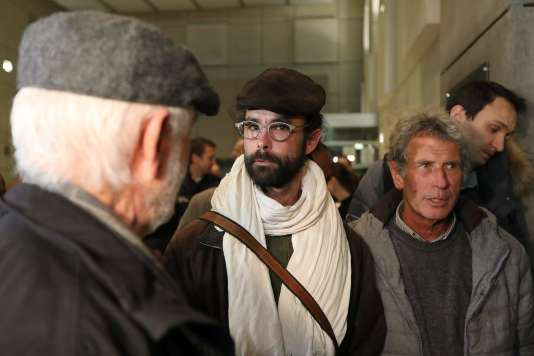 Cédric Herrou quitte le palais de justice de Nice, le 4 janvier 2017, après la tenue de son procès.