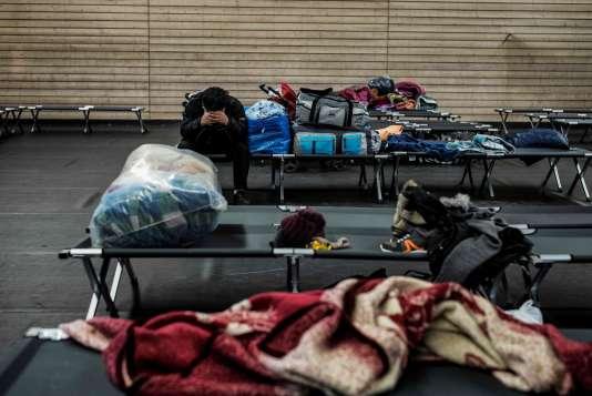Dans un gymnase mis en place par le gouvernement français dans le cadre du plan «grand froid» à Lyon, le 4 janvier 2017.