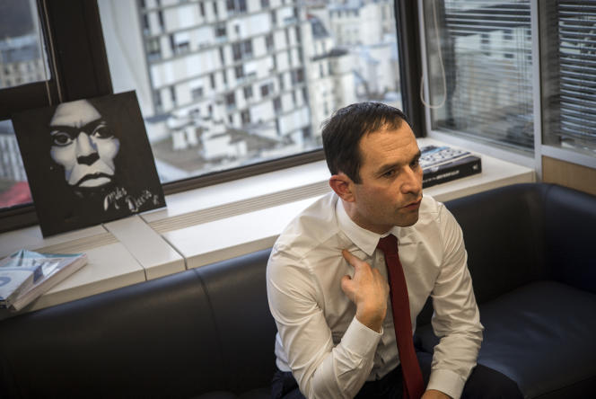 Le candidat à la primaire de la gauche pour l'élection présidentielle, Benoit Hamon, dans son QG de campagne à Paris, le 3 janvier.
