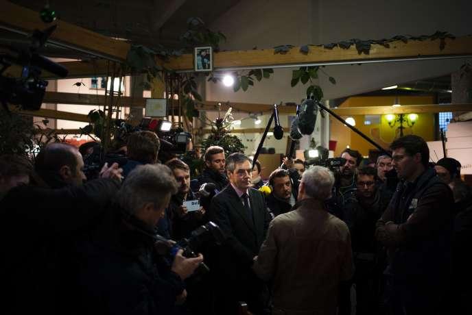 François Fillon visite un centre de l'association Emmaüs dans le 19e arrondissement de Paris, le 3 janvier.