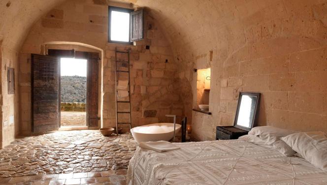 Dix-huit chambres tout confort, creusées dans la roche blanche de Matera.