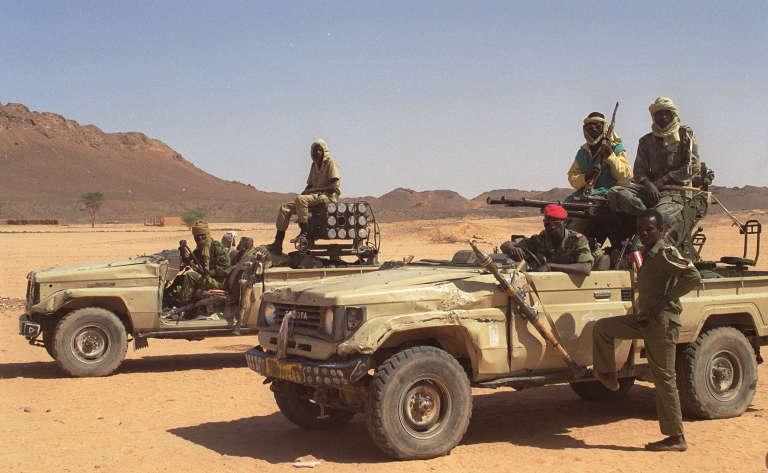 Des militaires tchadiens en patrouille dans le Tibesti, le 28 mars 1999.