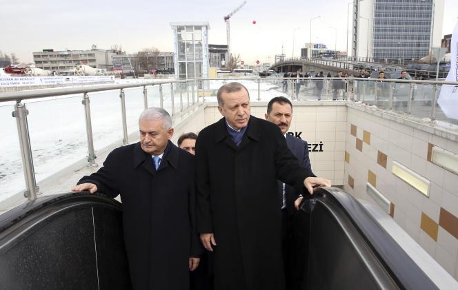 Recep Tayyip Erdogan et le premier ministre Binali Yildirim (à gauche), le 5 janvier.