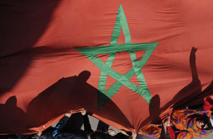 Le drapeau marocain, lors d'une manifestation, le 25 février 2014.
