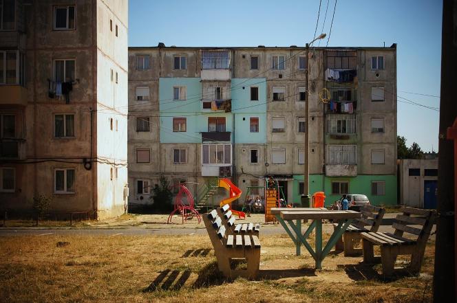 A Victoria, dans le centre de la Roumanie, en 2012. Les photographies font partie de l'exposition « Shrinking Cities » (« les villes qui rétrécissent »), montrée au Musée d'art contemporain de Bucarest, en 2016.