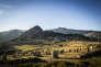 Le village de Borée, en Ardèche, vu depuis l'Ere du Tchier, une oeuvre de land art.