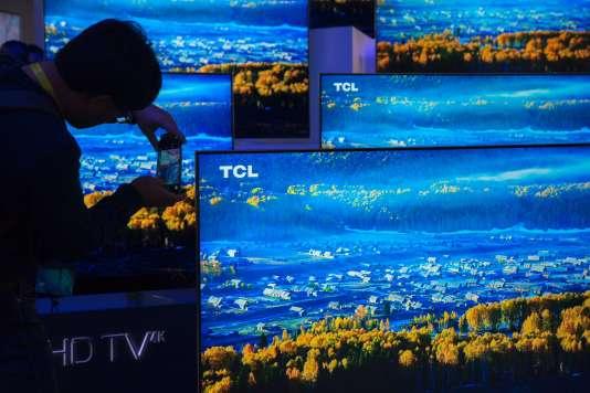 Des téléviseurs UHD présentés au Consumer Electronic Show (CES) de Las Vegas, le 5 janvier.