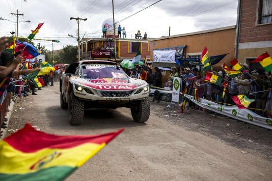 Première vistoire en 4-roues pour le Français Cyril Despres et son copilote, David Castera, le 5 janvier, à l'issue de la 4eétape entre San Salvador de Jujuy et Tupiza.