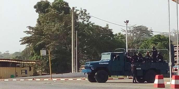 Des membres des forces armées ivoiriennes dans les rues de Bouaké, le 6 janvier.