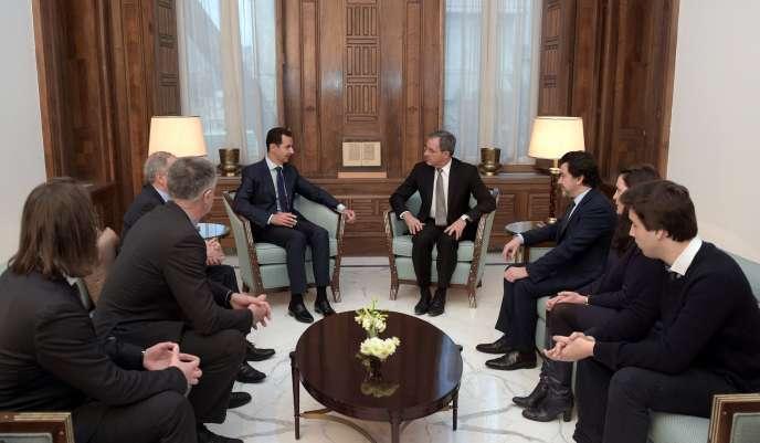 Bachar Al-Assad, le 8 janvier, lors de la rencontre avec les députés français Thierry Mariani, Nicolas Dhuicq et Jean Lassalle.