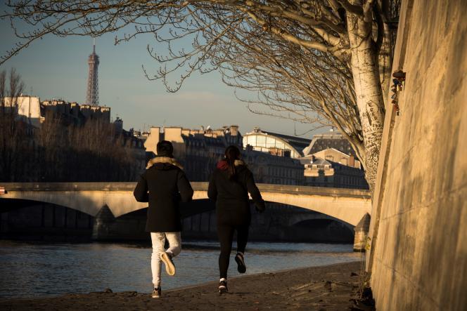 La maire de Paris a détaillé les aménagements des deux axes majeurs qui traversent la capitale d'est en ouest : les quais hauts rive droite et la rue de Rivoli.
