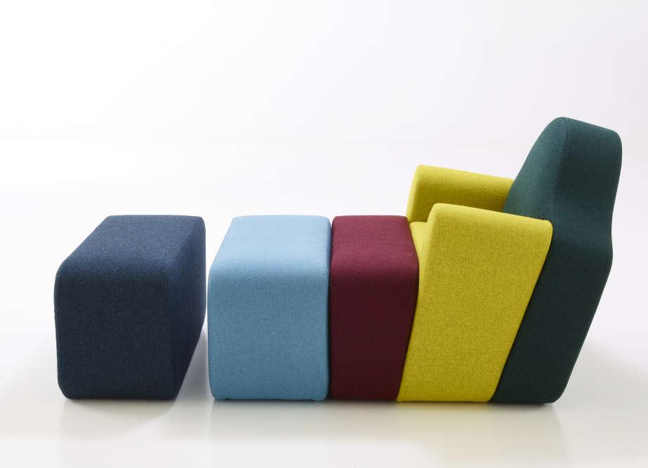 Fils du sculpteur Marc Charpin et d'une tapissière de haute lisse, Pierre Charpin n'a pas fait d'études de design. Ce diplômé de l'école des Beaux-Arts de Bourges, en1984, s'est lancé dans la réalisation d'objets du quotidien très tôt dans sa carrière, après être tombé amoureux des formes inventées par Ettore Sottsass (1917-2007), fondateur en Italie du groupe Memphis. Il allie dans ses créations une «touche sottsassienne» – trait de couleurs ou d'humour – avec des lignes voluptueuses ou sculpturales.Ici le canapé Slice en bois, mousse et laine vierge, créé en 1998 et réédité par Cinna (groupe Roset), 2016.