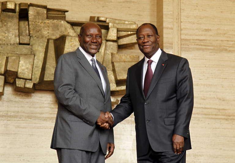 Le président de Côte d'Ivoire,Alassane Ouattara, à droite, et le premier ministre Daniel Kablan Duncan, à Abidjan, le 12 janvier 2016.
