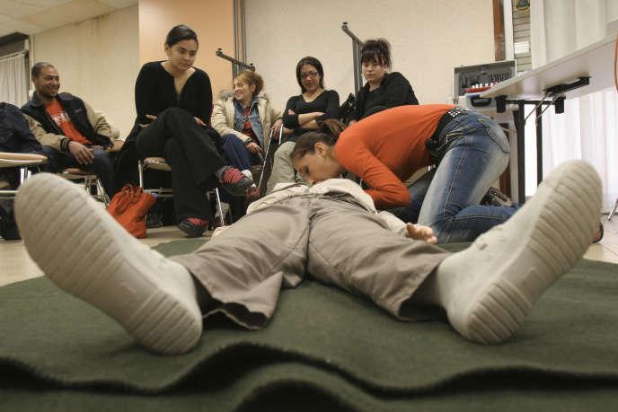 Les formations aux premiers secours pourraient limiter la mortalité par accidents de la vie courante.