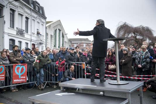 Jean-Luc Mélenchon, candidat à la présidentielle 2017, participe à un meeting de campagne à Tourcoing (Nord), dimanche 8 janvier.