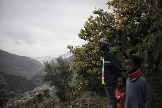 Depuis un an et demi, les migrants affluent dans la vallée de la Roya, enclave montagneuse à la frontière italo-française.