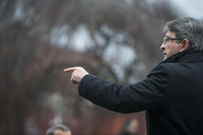 Jean-Luc Mélenchon, candidat à la présidentielle, lors d'un meeting de campagne à Tourcoing (Nord), dimanche 8 janvier.
