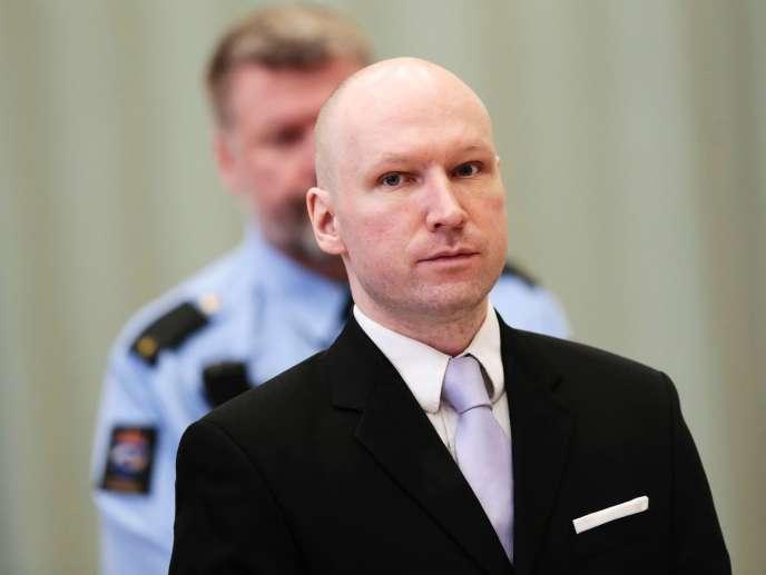 Anders Behring Breivik lors de sa comparution devant le tribunal de Skien (Norvège) le 18 mars 2016.