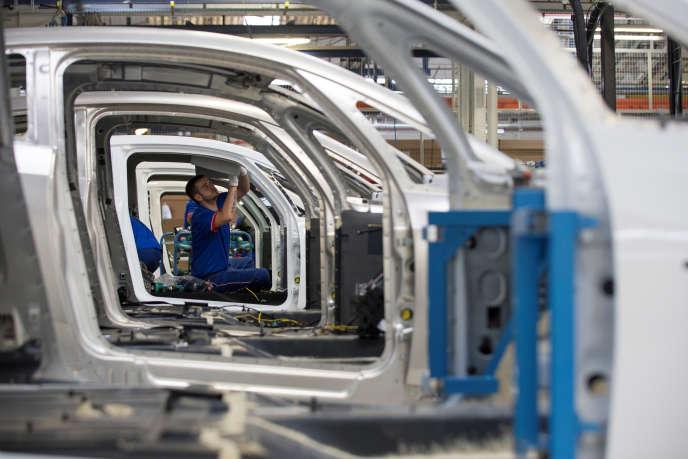 Dans ce nouvel accord, l'entreprise renouvelle par ailleurs son engagement à maintenir l'ensemble des sites Renault, et à assurer un volume de production annuel moyen «au moins égal à celui de 2016».
