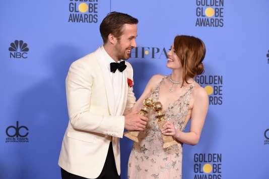 Les acteurs Ryan Gosling et Emma Stone le 8 janvier à Beverly Hills, après leurs sacres aux Golden Globes.
