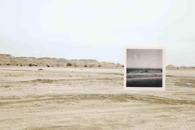 «Kwei Yih est un projet qui prend racine dans l'expérience personnelle de l'artiste Zhen Shi. Après des années d'une vie itinérante loin de sa terre natale, la Chine, Zhen Shi a ressenti une impuissance et une anxiété immenses. La juxtaposition des photographies anciennes et des paysages souligne l'idée de frontière, de temps, d'espace, et par conséquent elle nous parle de notre liberté.»