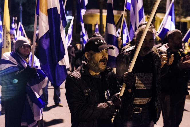 Manifestation de l'extrême droite chypriote turque contre les accords de paix en discussion à Genève, à Nicosie, le 9 janvier.