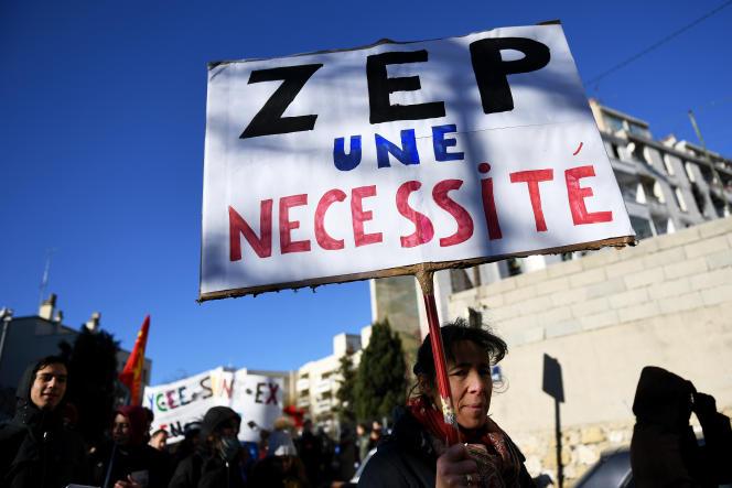 Une manifestation de professeurs de lycées de l'éducation prioritaire, à Marseille, le 5 janvier 2016.