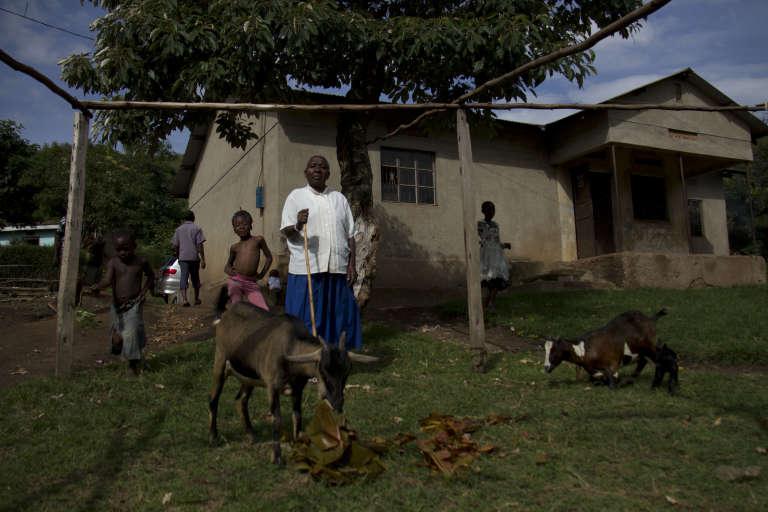 La reine mère du Rwenzururu, dans sa propriété, à quelques centaines de mètres à peine du palais détruit en novembre 2016, à Kasese, dans l'ouest de l'Ouganda.