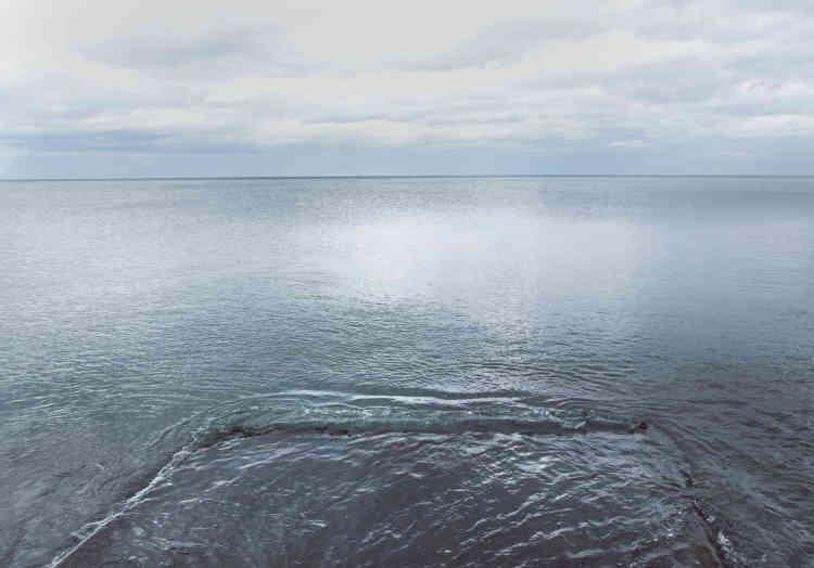 «Avec ses jeux de reflets obtenus par la photographie argentique et des plexis colorés, Federica Landi nous interroge sur notre manière de nous approprier le paysage et l'influence des filtres de smartphones: quelles influences ses images ont-elles sur notre perception du monde? Le paysage devient un objet esthétique et ludique plutôt qu'un élément à part entière.»