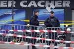 Des policiers en faction devant le supermarché Hypercacher, porte de Vincennes à Paris, le 10 janvier 2015.