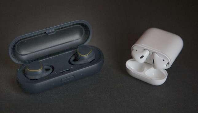 L'étui permet de recharger les écouteurs.