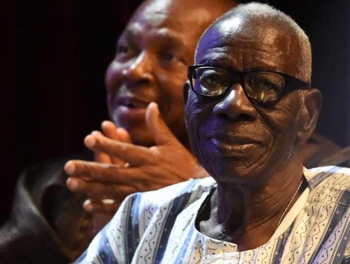 L'écrivain ivoirienBernard Dadié a reçu le prix Jaime Torres Bodet décerné par l'Unesco pour l'ensemble de son oeuvre le 11 février 2016, à Abidjan.