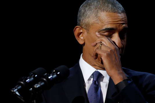 Barack Obama essuie une larme lors de son discours d'adieu mardi 10 janvier à Chicago.