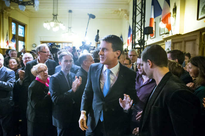 """«Partant de l'idée reçue que """"la mondialisation"""" est la cause de tous nos malheurs, divers prétendants à l'Elysée en concluent soit qu'il faut """"faire avec"""" (la position de MM. Fillon, Macron ou Valls), soit qu'il faut """"démondialiser"""" (l'antidote de Mme Le Pen ou de M. Mélenchon). (Photo : Manuel Valls, candidat à la primaire à gauche, participe à un meeting de campagne dans la salle François-Mitterrand de l'Hotel de Ville de Liévin (Pas-de-Calais), dimanche 8 janvier."""