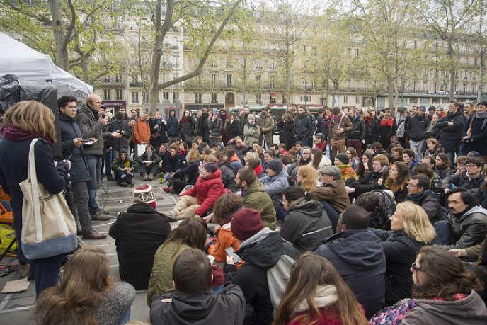 « L'époque est tragique mais elle estégalement sublime : partout des initiatives réinventent demain. La mondialisation a mondialisé la résistance». (Photo : Nuit debout, Paris, 55e jour).