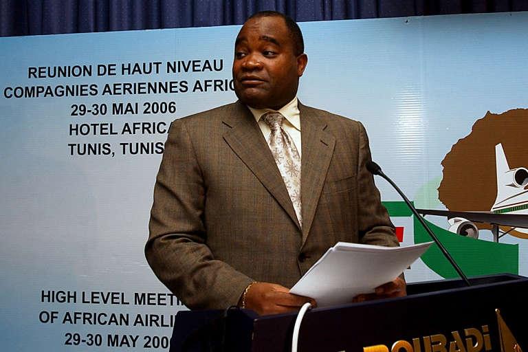 André Okombi Salissa, ici lors d'une conférence sur le transport aérien à Tunis en 2006.