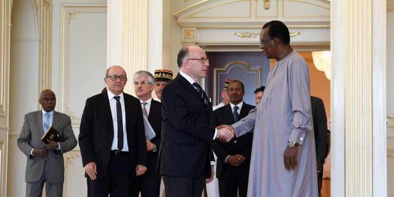 Le premier ministre Bernard Cazeneuve et Idriss Déby à N'Djamena, le 29 décembre 2016.