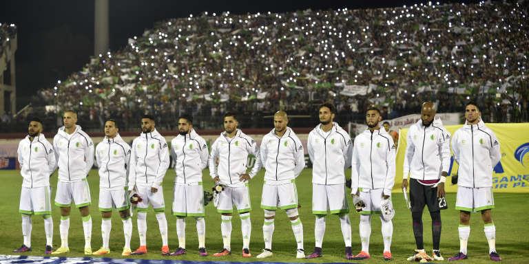 L'équipe algérienne des Fennecs dans le stade de Blida, près d'Alger, le 9 octobre 2016. Le jeune Franco-Algérien Jordan Faucher, excellent buteur, pourrait faire parti de la sélection algérienne pour la CAN 2019.