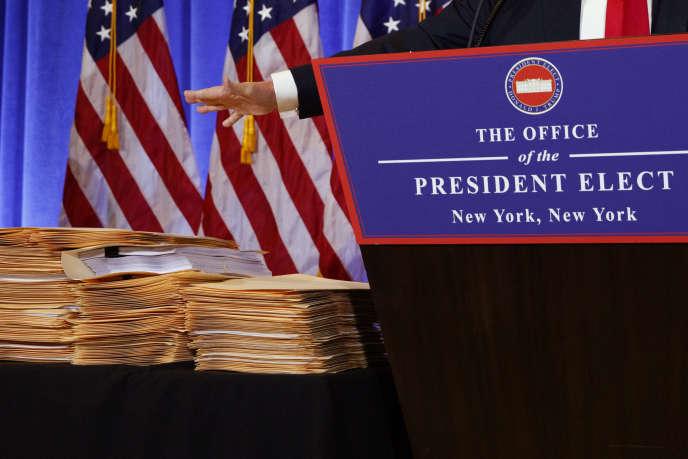 Devant le pupitre de Donald Trump, lors de sa conférence de presse, à New York le 11 janvier.