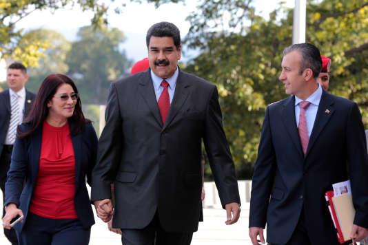 Nicolas Maduro, son épouse, Cilia Flores (à gauche), et son nouveau vice-président, Tareck El Aissami, à Caracas, le 4 janvier.