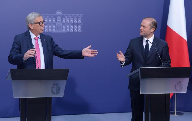 Jean-Claude Juncker et Joseph Muscat à La Vallette, à Malte, le 11 janvier 2017.