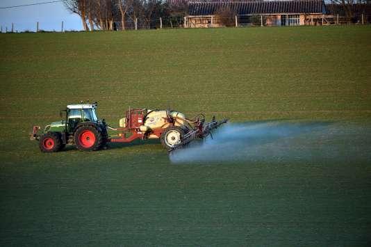 Les mises sur le marché de pesticides se situaient à environ 77 millions d'unités en 2009 en France.