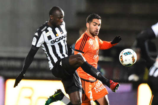 Cheikh NDoye sous les couleurs de son club, Angers.
